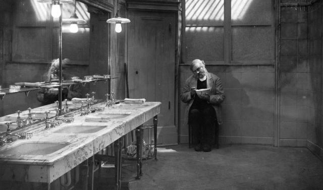 """אמיל יאנינגס ב""""האדם האחרון"""", של פ.וו. מורנאו"""