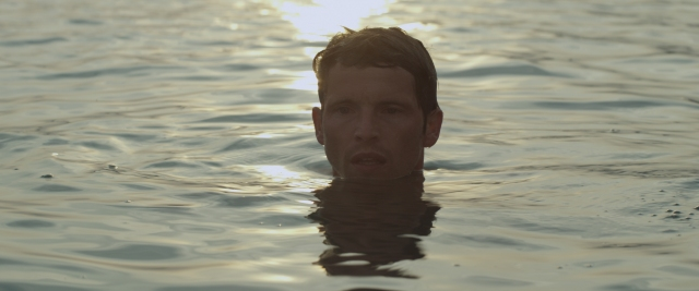 זרים על שפת האגם